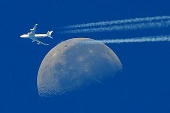 Boeing_moon